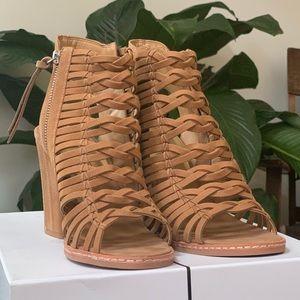 *NWT* Dolce Vita Amina Leather Sandals